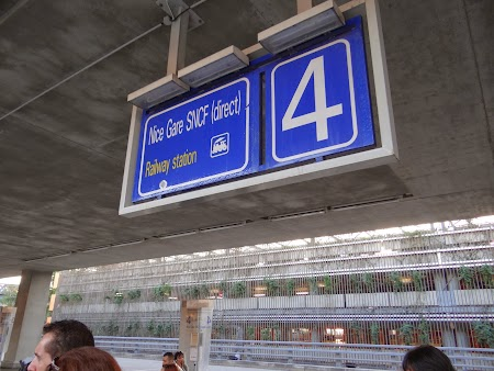 42. Statie autobuz - aeroportul Nice.JPG