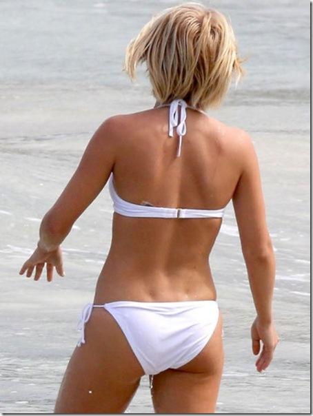 celebrity-beach-bum-44