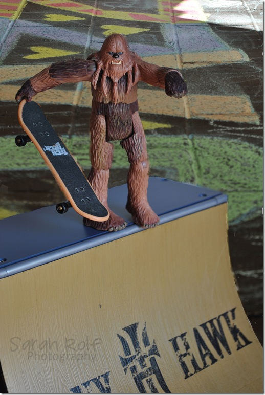 chewbacca-skateboarding-on-