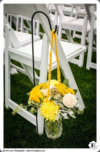 pew end 377833_443218545743401_2131522643_n  sophisticated floral designs amd evrim icoz photography