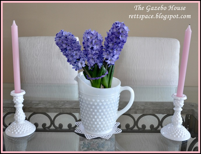 spring flowers & milkglass 001