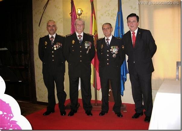 Los Comisarios Jefes de la Comisaría Provincial, de la de Puertollano y el Inspector Jefe de Valdepeñas con el Secretario General de nuestra Cofradía