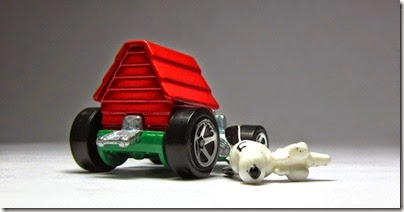 Snoopy Red Baron Hot Wheels 2014 by HW City 07 (Image hobbyminis.blogpost.com)