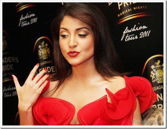 Anushka Sharma Hot Red Dress on Ramp 3