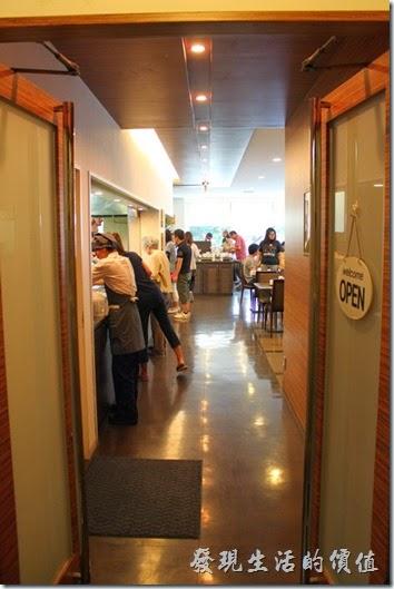 【博多祇園Hotel東名inn】的餐廳在二樓,對面則是澡堂。