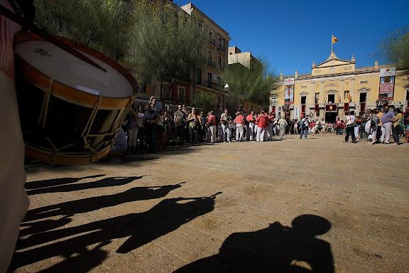 Xiquets de Tarragona, entrada a plaça. Diada castellera del Primer Diumenge de Festes de Tarragona. Festes de Santa Tecla. Tarragona, Tarragonès, Tarragona