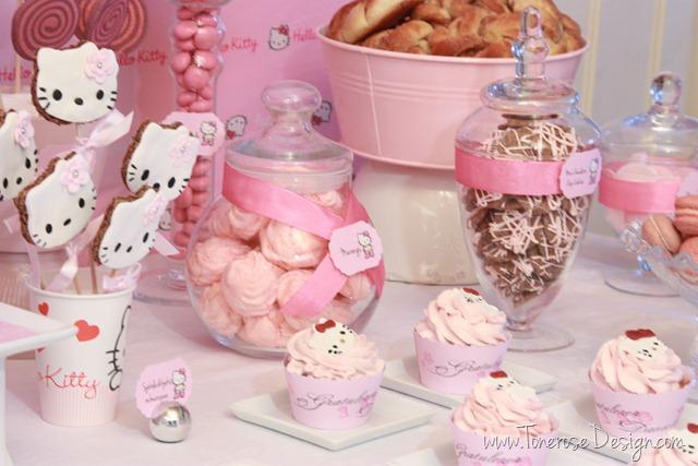 IMG_9405_rosa_kakebord_hello_kitty_dessertbord_bursdag
