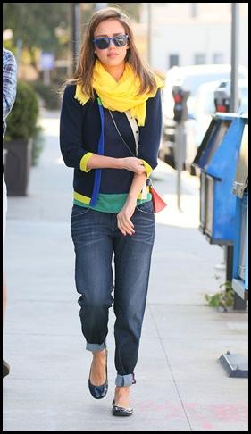 jessica-alba-in-boyfriend-jeans