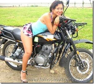 chicas en moto fotos