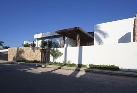 fachada-casa-los-troncos