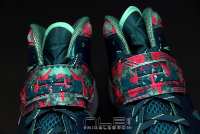 lebrons soldier7 power couple 42 web dark The Showcase: Nike Zoom Soldier VII Power Couple (GitD)