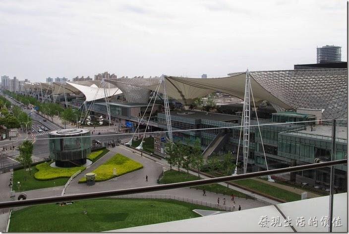 上海-望湘園。也可以看到世博軸,現在似乎改名為「世博源」。