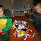 Trick-or-Treating 10-31-11 (8).JPG