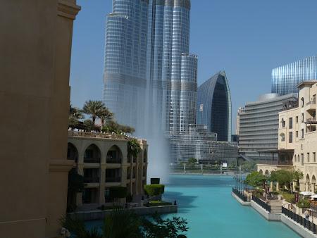 Obiective turistice Dubai: spectacol apa Burj Khalifa