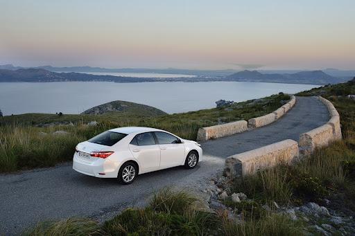 2014-Toyota-Corolla-33.jpg