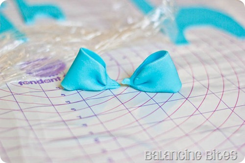 How to make a fondant or gum paste bow by Balancing Bites (7 of 23)