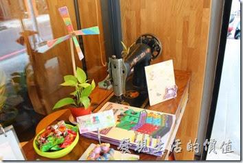 台南-沛里歐咖啡館。門口擺飾
