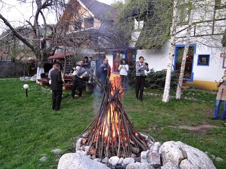 24. Foc de tabara la Hanul Oierului.JPG