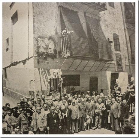 1905 - Comisión de l'Antigor al descubir la placa. Foto Lázaro. 1905