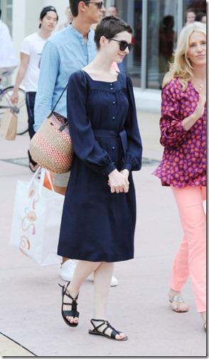 Anne Hathaway Anne Hathaway Shops Friends lvxDlZGyPWxl