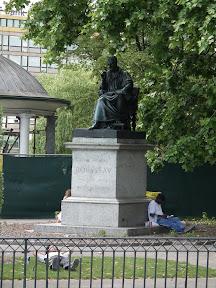 289 - Monumento a Rousseau.JPG
