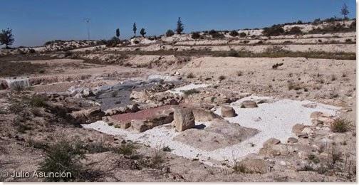 La Escuera - Vista general con el templo en primer plano