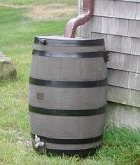 ワイン樽雨水タンク