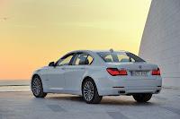 2013-BMW-7-Series-06.jpg