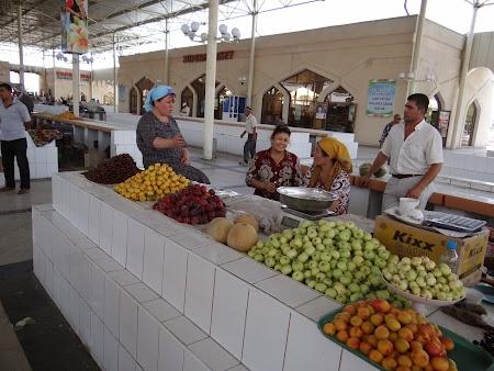 12. Piata de fructe din Bukhara.JPG