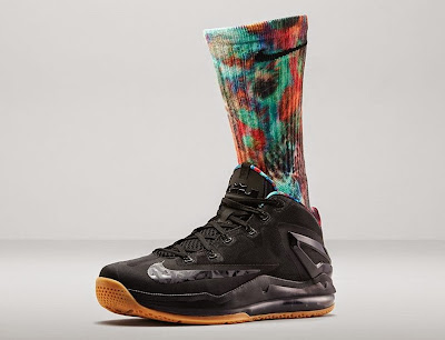 nike lebron 11 low gr black hyper crimson 4 07 Release Reminder: Nike LeBron 11 Low Acid Lion