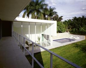 casa-con-pìscina-diseño-minimalista