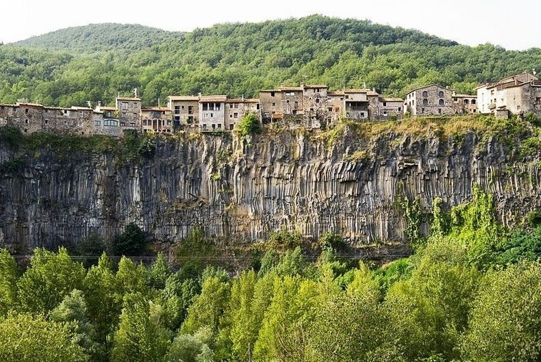 castellfollit-de-la-roca-3