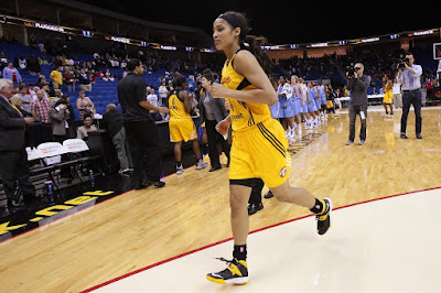 wearing brons wnba soldier7 skylar diggins 02 Skylar Diggins Rocks Soldier VII Tulsa Shock Away PE in WNBA Debut