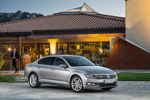 2015-VW-Passat-11.JPG
