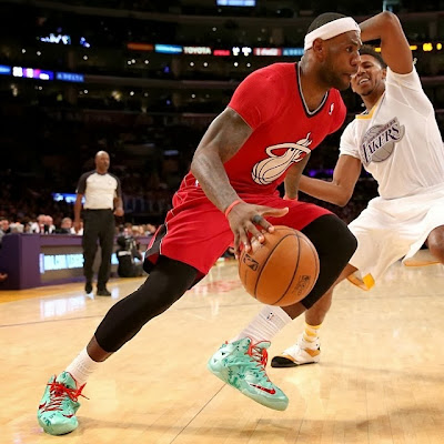 lebron james nba 131225 mia at lal 08 James Unwraps Christmas LeBron 11 Shoes in Win Over Lakers