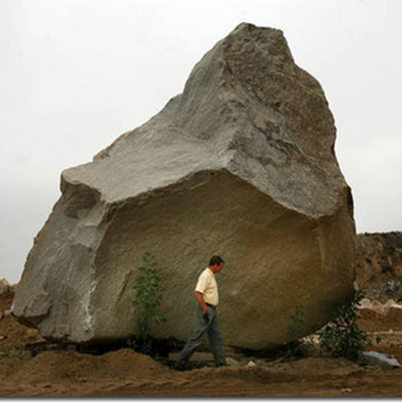 Gambar batu gergasi