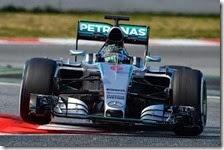 Nico Rosberg con la Mercedes nei test di Barcellona 2015