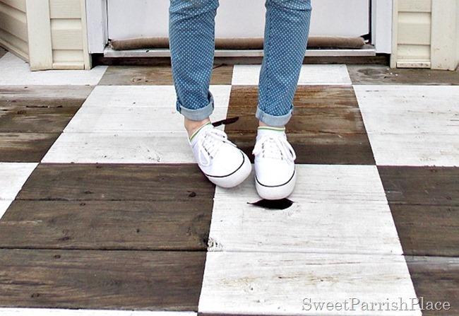Polka dot skinny jeans, white sneakers