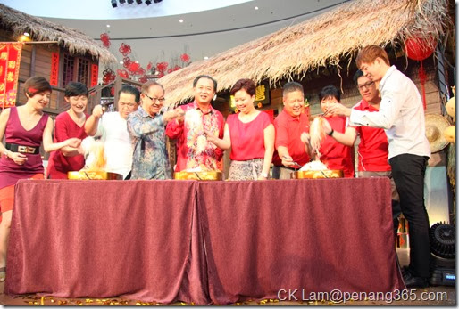 Tossing to the new year - (From fifth left) YB Danny Law and  Carol Ang joining other guests in the 'Loh Hei' session