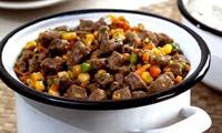 Picadinho com legumes e purê de inhame