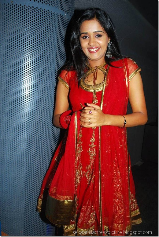 cute-ananya-stills-in-chudi-picture