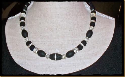 sort smykke