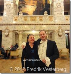 DSC05565 (1) Nora Esmeralda Marie och Amoristernas biskop Fredrik Vesterberg (1) med amorism