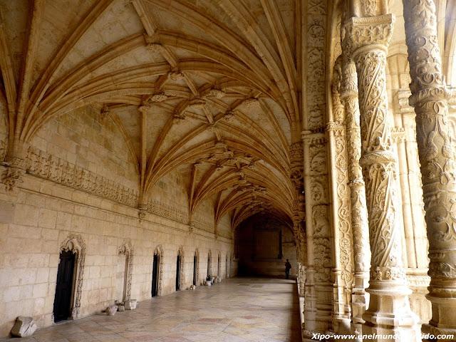 claustro-monasterio-jeronimos.JPG