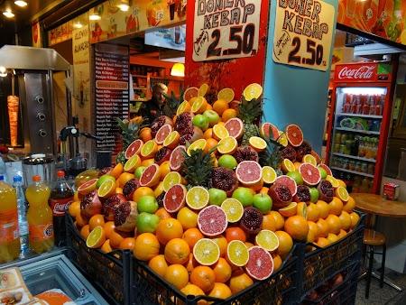 Suc de fructe pe strazi in Istanbul