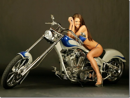 Hot-Babes-With-Bikes-05