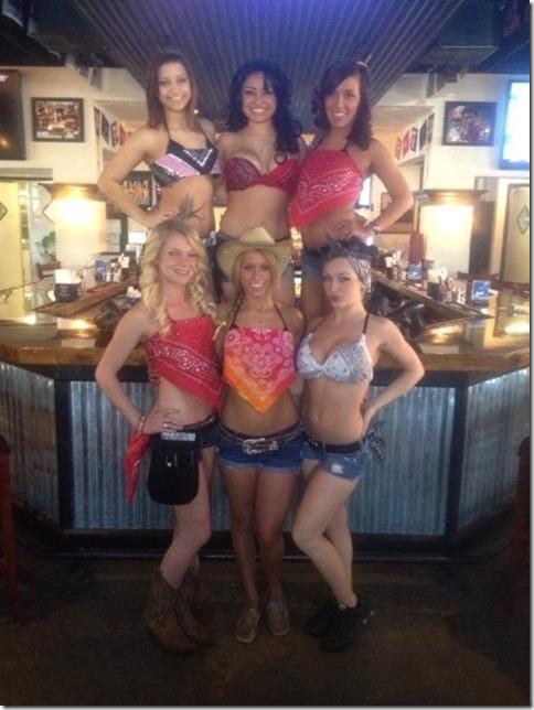 waitresses-happy-work-29