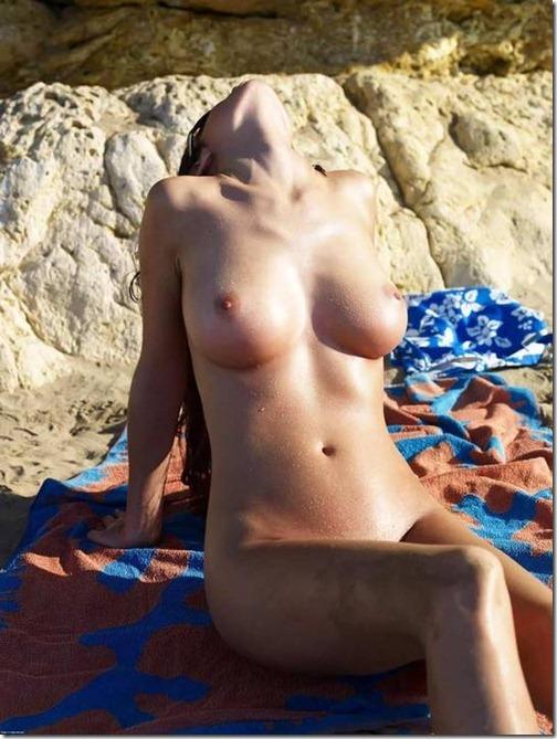 17-meninas-praia-nudismo-1