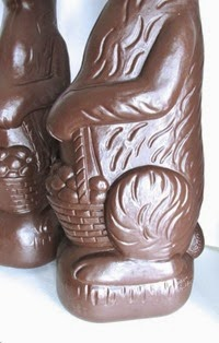 Don Featherstone Blow Mold Easter Bunny in chocolate base detail