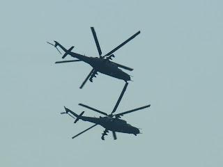 2 x Mi 24 w szyku bojowym